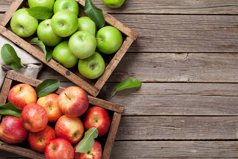 How many calories has each variety of apple that exists?
